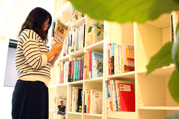 fukuoka_bookshelf